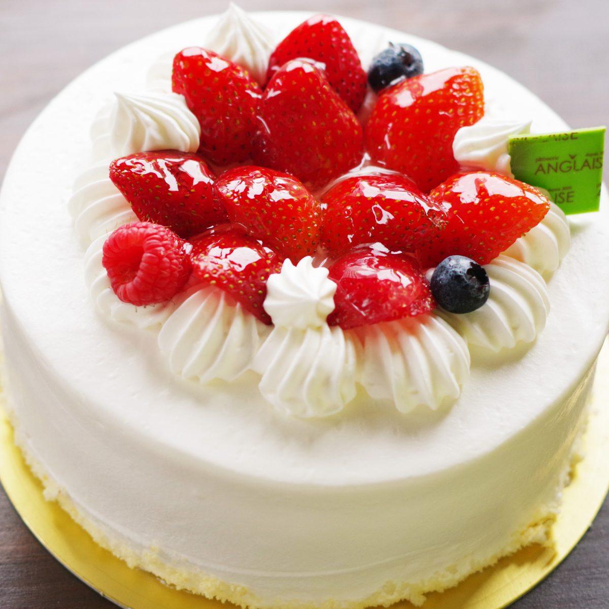 ホールケーキいちごのバースデーケーキ